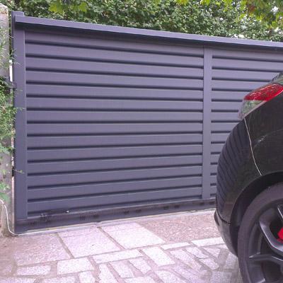 Porte de garage électrique en aluminium